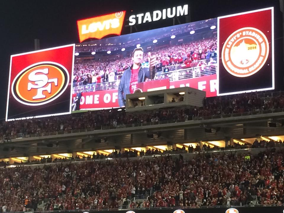 Jeremy Renner blasting horn at Levi's stadium because we made it to the IHOP!