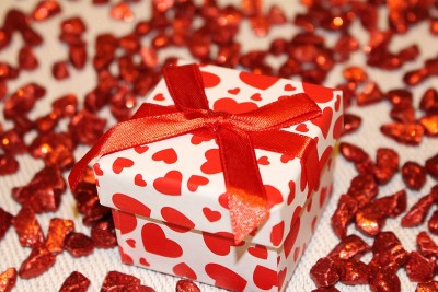 12 Gift Ideas Your Boyfriend Would Never Think to Get You (but that you really want!)