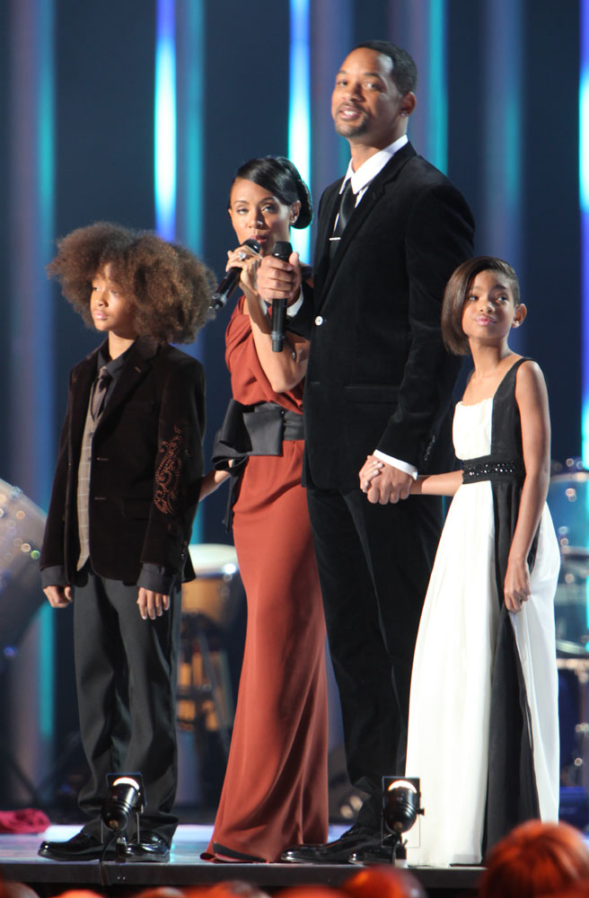 Nobel_Peace_Price_Concert_2009_Will_Smith_and_Jada_Pinkett_Smith_with_children2